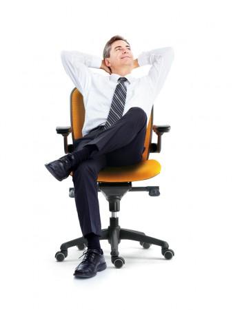 Para mejorar la ergonomía en el trabajo de oficina es necesario tener una silla adaptada