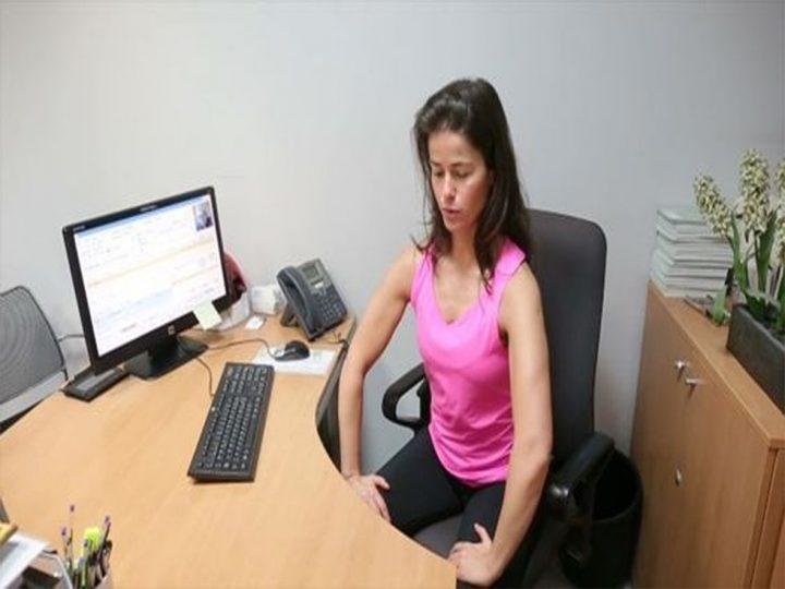ejercicios de gluteos y abdominales en la oficina
