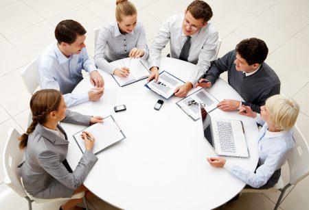 elegir mesas de oficina reunion