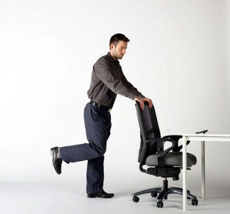 sentado en la silla ejercicios