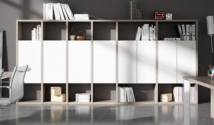 decoración clásica para oficina estantería