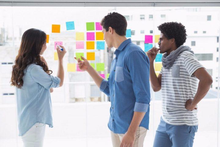 creatividad en la oficina brainstorming